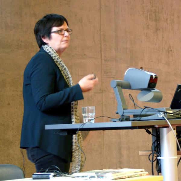 Prof. Dr. Barbara Höhle beim Vortrag
