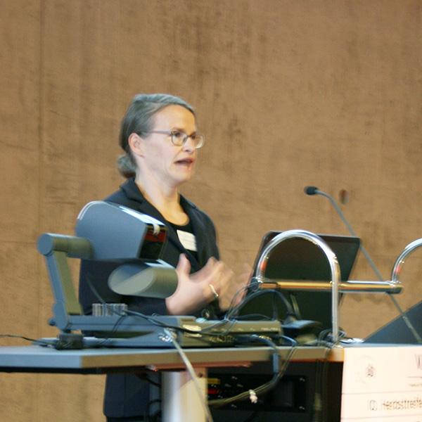 Prof. Dr. Isabell Wartenburger beim Vortrag