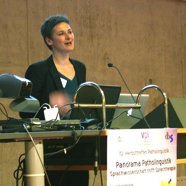 Dr. Ulrike Frank beim Vortrag