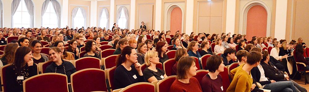 Zuhörer*innen beim 13. Herbsttreffen