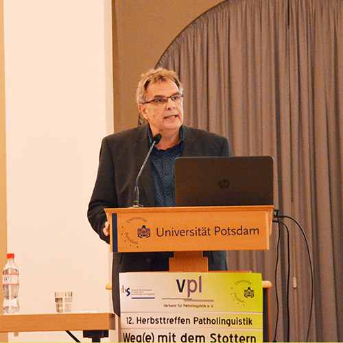 Dr. Bernd Hansen beim Vortrag